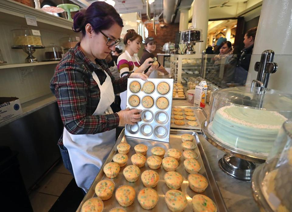 Manager Erin Barry removes cupcakes from a pan at Magnolia Bakery.