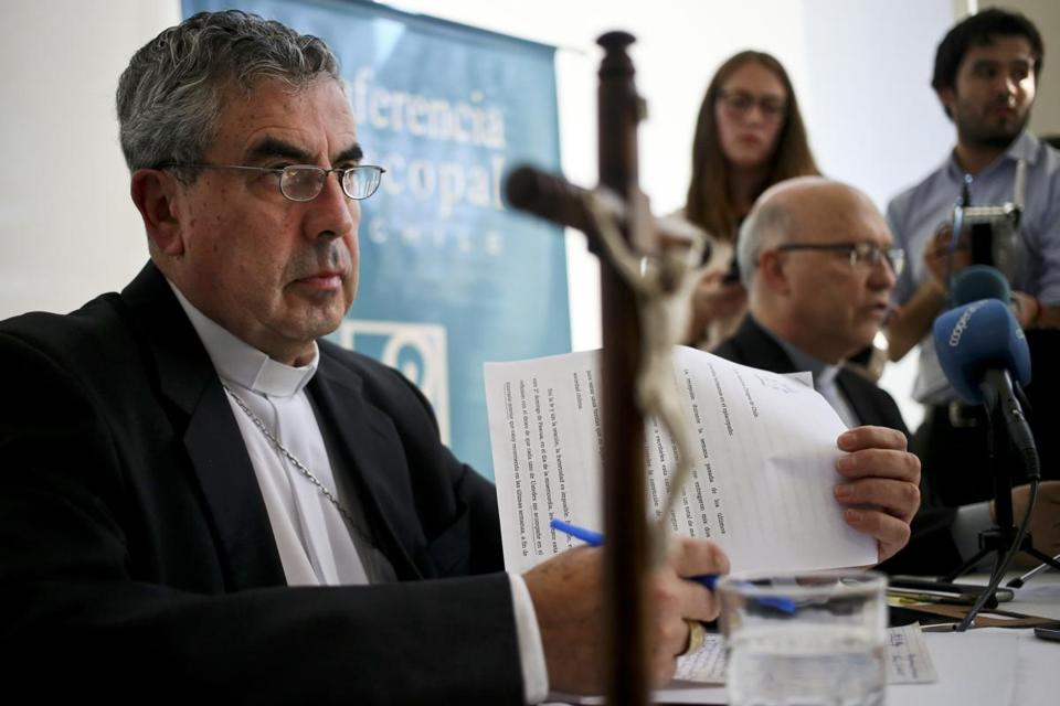 Monsignor Santiago Silva (left) and Monsignor Fernando Ramos (right) President and General Secretary of Episcopal Conference of Chile took part in a press conference about Pope Francis' recent letter, in Punta de Tralca, Chile on Wednesay.