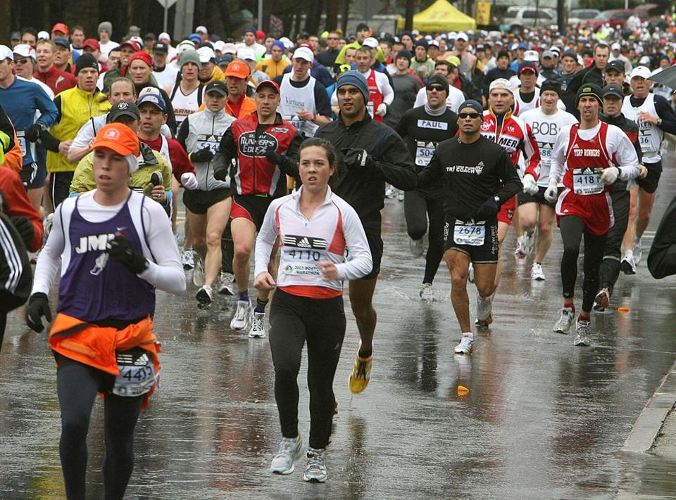 Ashland-4/16/2007- The Boston Marathon passes on rt 135 through Ashland as runner try to avoid a puddle as they pass along Union Street in the rain. Boston Globe staff photo by John Tlumacki (sports) Library Tag 03012009 Globe West