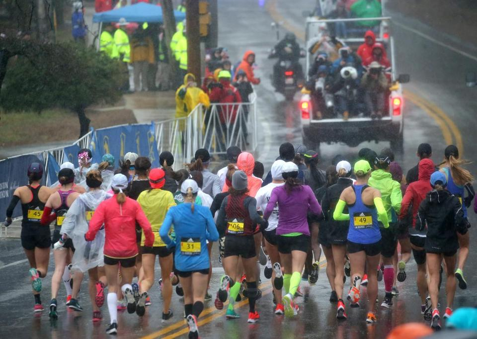 The women's elite field get started in the dreary conditions.