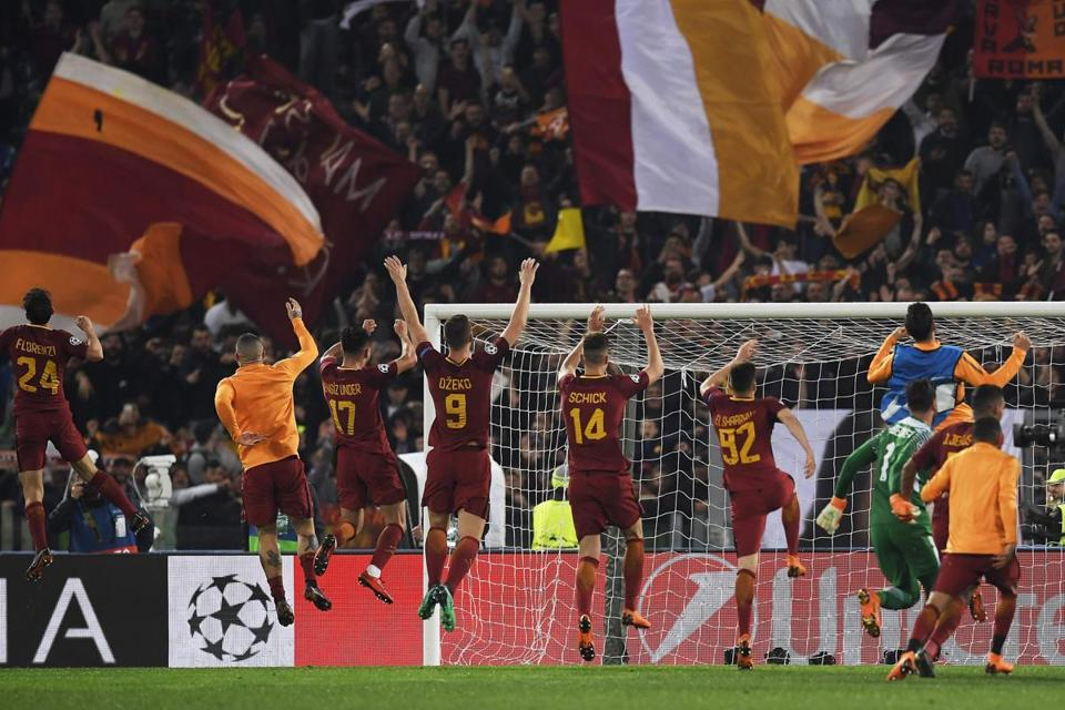 AS Roma's players celebrate after winning the UEFA Champions League quarter-final second leg football match between AS Roma and FC Barcelona at the Olympic Stadium in Rome on April 10, 2018. AS Roma's players celebrate after winning / AFP PHOTO / LLUIS GENELLUIS GENE/AFP/Getty Images