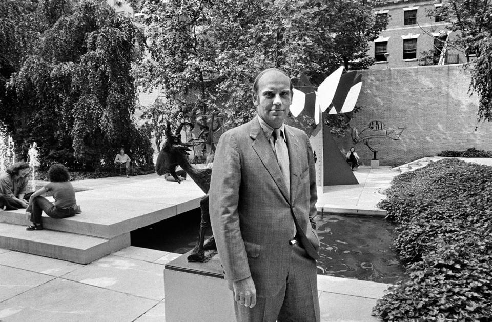 Mr. Oldenburg, the longtime director of the Museum of Modern Art in New York, in its sculpture garden in 1972.