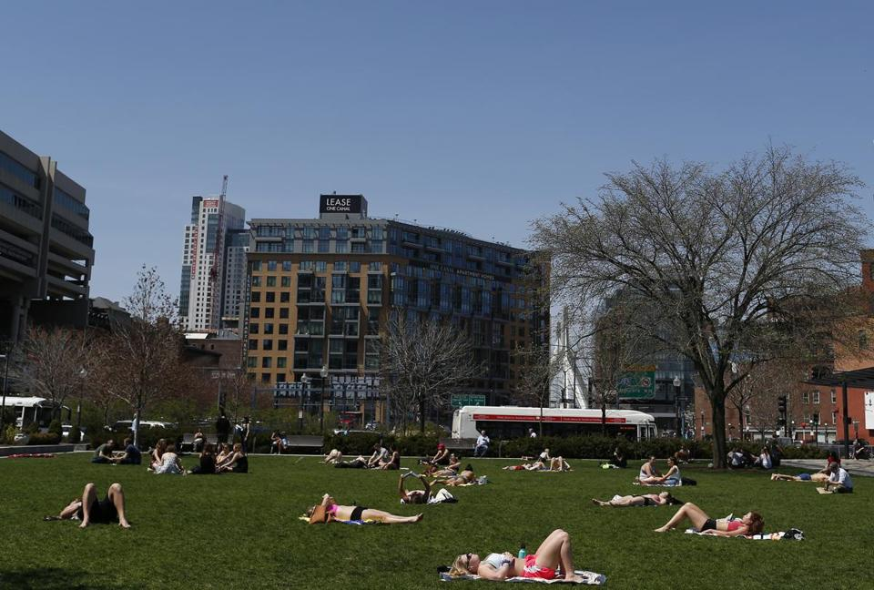 Boston, MA--5/2/2018-- People filled the Rose Kennedy Greenway to grab some sunshine as temperatures soared into the 80's in Boston. (Jessica Rinaldi/Globe Staff) Topic: Reporter: