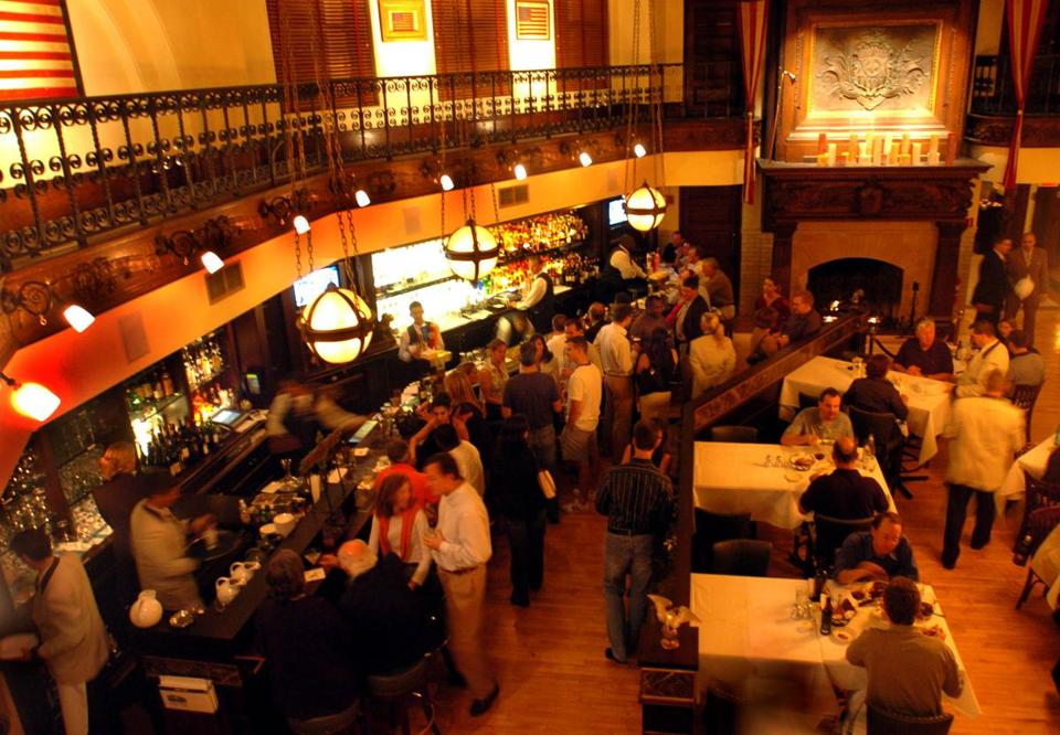 As many as 500 customers can dine at one time across Smith & Wollensky's three floors.