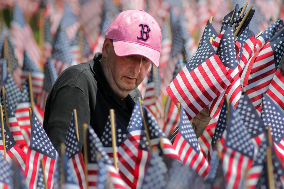 Boston, MA - 05/23/18 - Volunteer James Johnson (cq) planted flags. Hundreds of volunteers planted flags in Boston Common for Memorial Day to honor the roughly 37,000 Massachusetts service personnel who have given their lives since the Revolutionary War. (Lane Turner/Globe Staff) Reporter: (in caps) Topic: (24flaggarden)