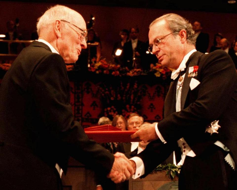Paul D. Boyer (left) received the 1997 Nobel Prize in Chemistry from Swedish King Carl XVI Gustaf in Stockholm.