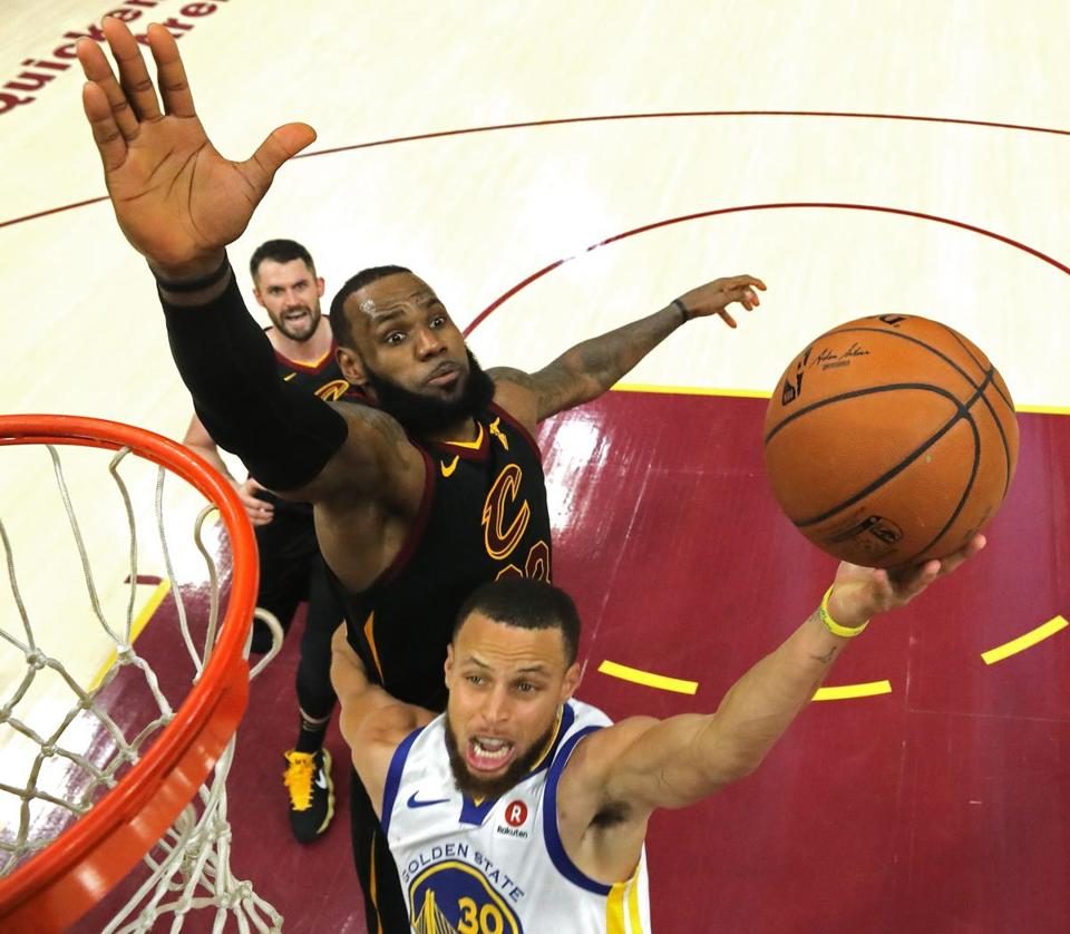 3ccb3843d7c4 LeBron James of the Cleveland Cavaliers (left) attempts to block Gold State  Warriors player