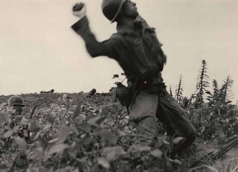David Douglas Duncan (American, b. 1916), [Korean War], 1950. Gelatin silver print, 6 7/8 x 10 inches. David Douglas Duncan Papers and Photography Collection © David Douglas Duncan. Courtesy Harry Ransom Center.