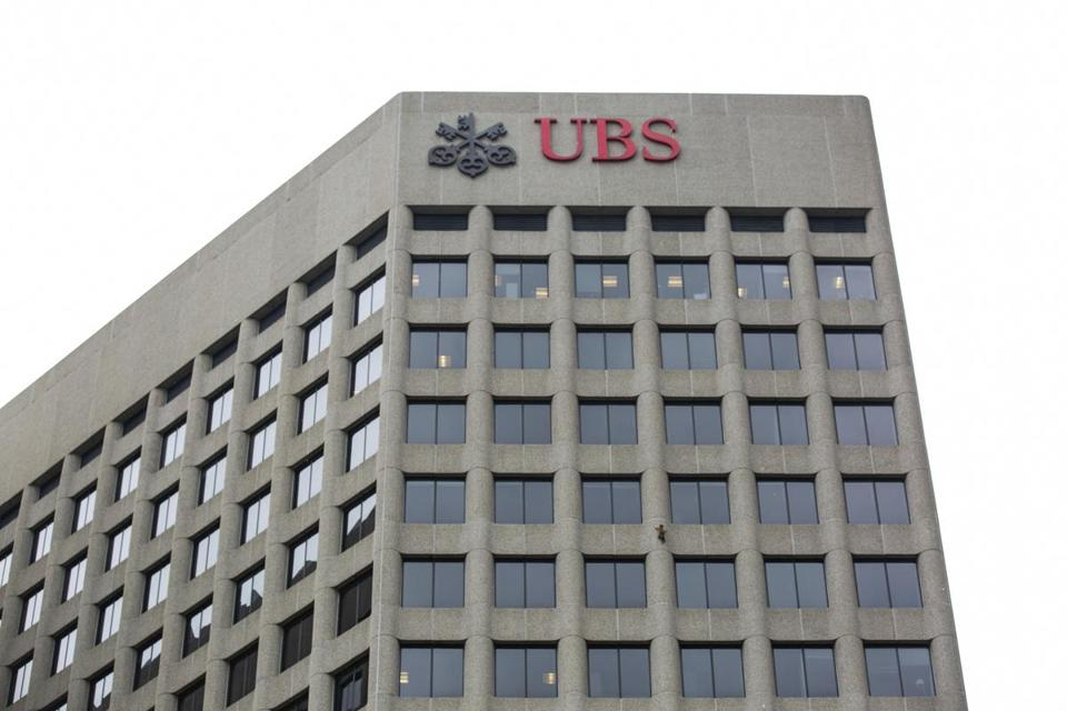 A raccoon scales the side of the UBS Tower in downtown St. Paul, Minn., on Tuesday, June 12, 2018. (Evan Frost/Minnesota Public Radio via AP)