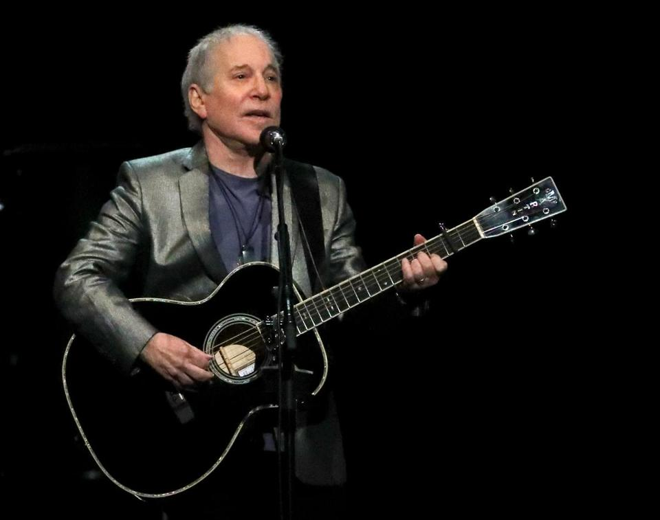 Paul Simon played a 26-song set Friday night at the TD Garden.