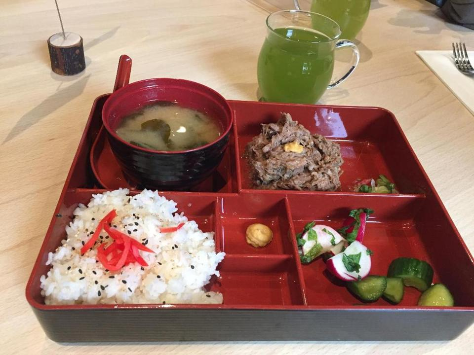 22wedine -- Braised beef brisket kakuni set wth white rice, miso soup and pickled vegetables. (Rachel Lebeaux)