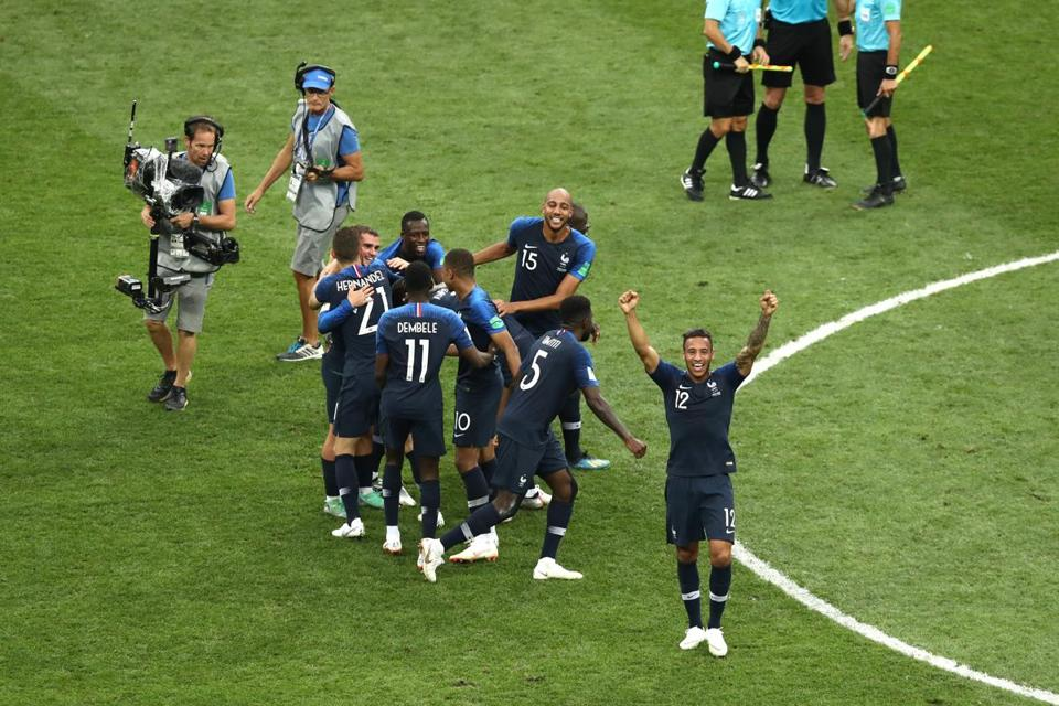 France players celebrate victory following their victory.