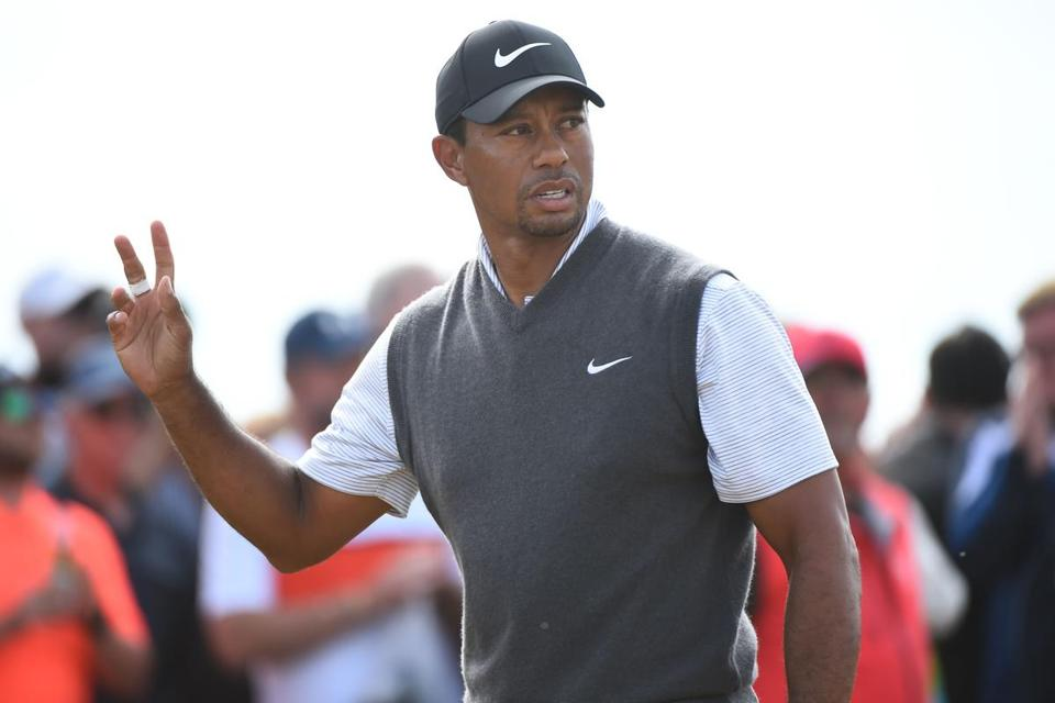 tiger woods thrills with a 66 to get into the british open