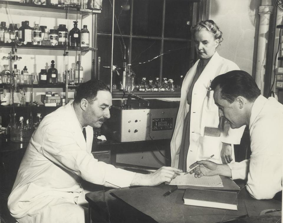 CANCER: THE EMPEROR OF ALL MALADIES Sidney Farber Magic Bullets (Airdate: 3/30/2015) Dr. Sidney Farber, considered the father of modern chemotherapy, pictured at left with colleagues, c. 1950. Photo credit: Courtesy of Dana Farber Institute -- 19TVDocs