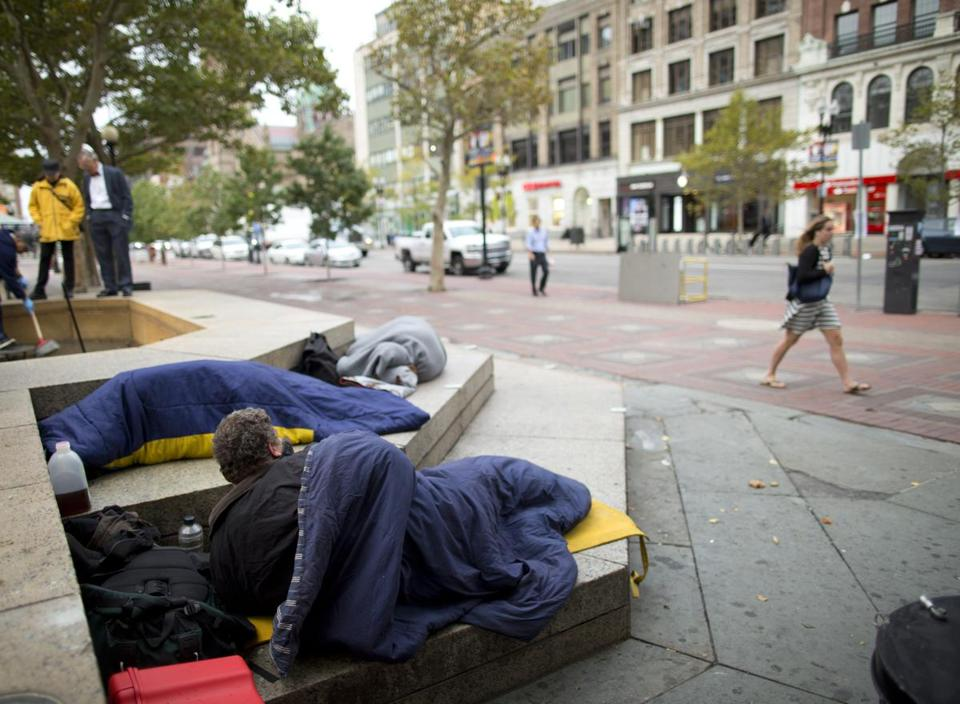 10/1/2015 - Boston, MA - Back Bay - As concern about the city's chronic homeless population grows, business groups and other agencies are coordinating with the city to address the issue. Topic: 01homeless. Story by Katie Johnston/Globe Staff. Dina Rudick/Globe Staff.