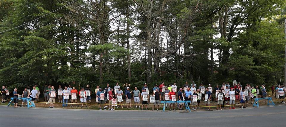 Sheet metal workers picketed on Wednesday at McCusker-Gill in Hingham. They're seeking a contract that helps make up for concessions they made in the last recession.