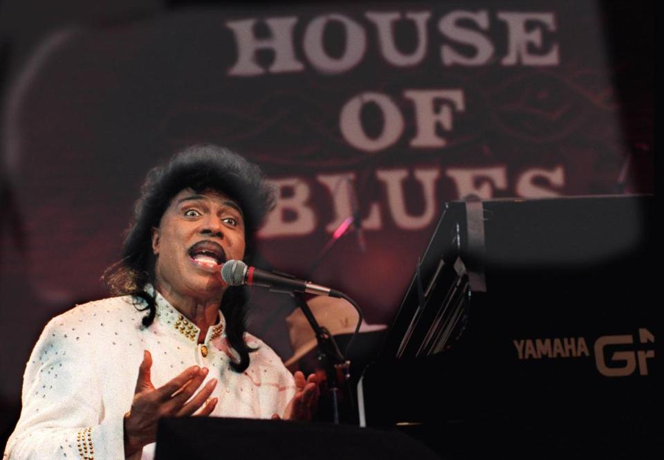 Rock and Roll legend Little Richard performs to an audience of schoolchildren at the House of Blues in West Hollywood, Calif., Tuesday, March 28, 1995. The encounter was part of a program put on by the International House of Blues Foundation to educate students about music, as well as African-American heritage. (AP Photo/Los Angeles Times, Boris Yaro) 19Vocables
