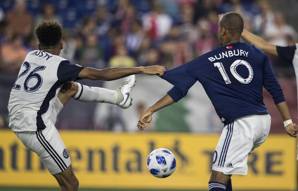 Foxborough, Ma---August 11,, 2018-Stan Grossfeld/Globe Staff--- Teal Bunbury of the New England Revolution playing in a 3-2 loss to the Philadelphia Union at Gillette Stadium.