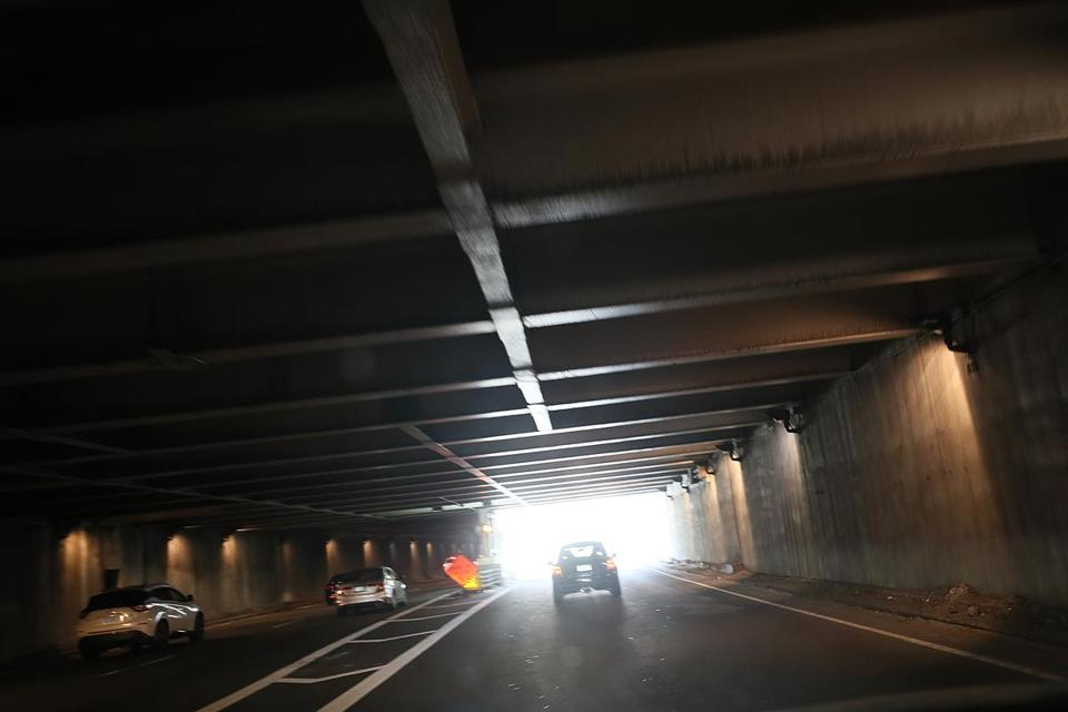 A view underneath the Storrow Drive overpass which runs roughly from Clarendon to Berkeley Street.