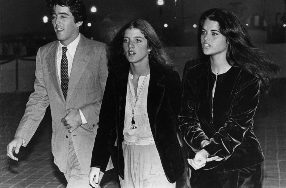 Boston, MA - 10/19/1979: From left, Christopher Lawford, Caroline Kennedy, and Maria Shriver, arrive for dinner at John F. Kennedy Library in Boston on Oct. 19, 1979. (Bill Greene/Globe Staff) --- BGPA Reference: 170419_MJ_026