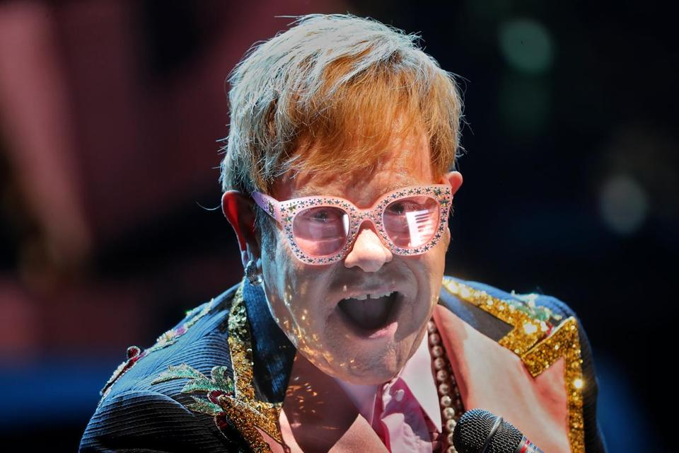 Letting The Sun Go Down Elton John Glitters In Farewell Tour The