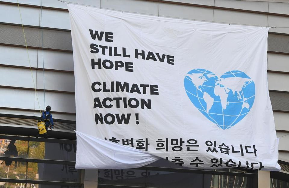 "Greenpeace activists display a big banner reading ""We still have hope, Climate action now!"" during an activity prior to a press conference of the Intergovernmental Panel for Climate Change (IPCC) at Songdo Convensia in Incheon on October 8, 2018. - The landmark UN report on limiting global warming to 1.5 degrees Celsius was released in South Korea on October 8, after a week-long meeting of the 195-nation Intergovernmental Panel on Climate Change (IPCC). (Photo by Jung Yeon-je / AFP)JUNG YEON-JE/AFP/Getty Images"