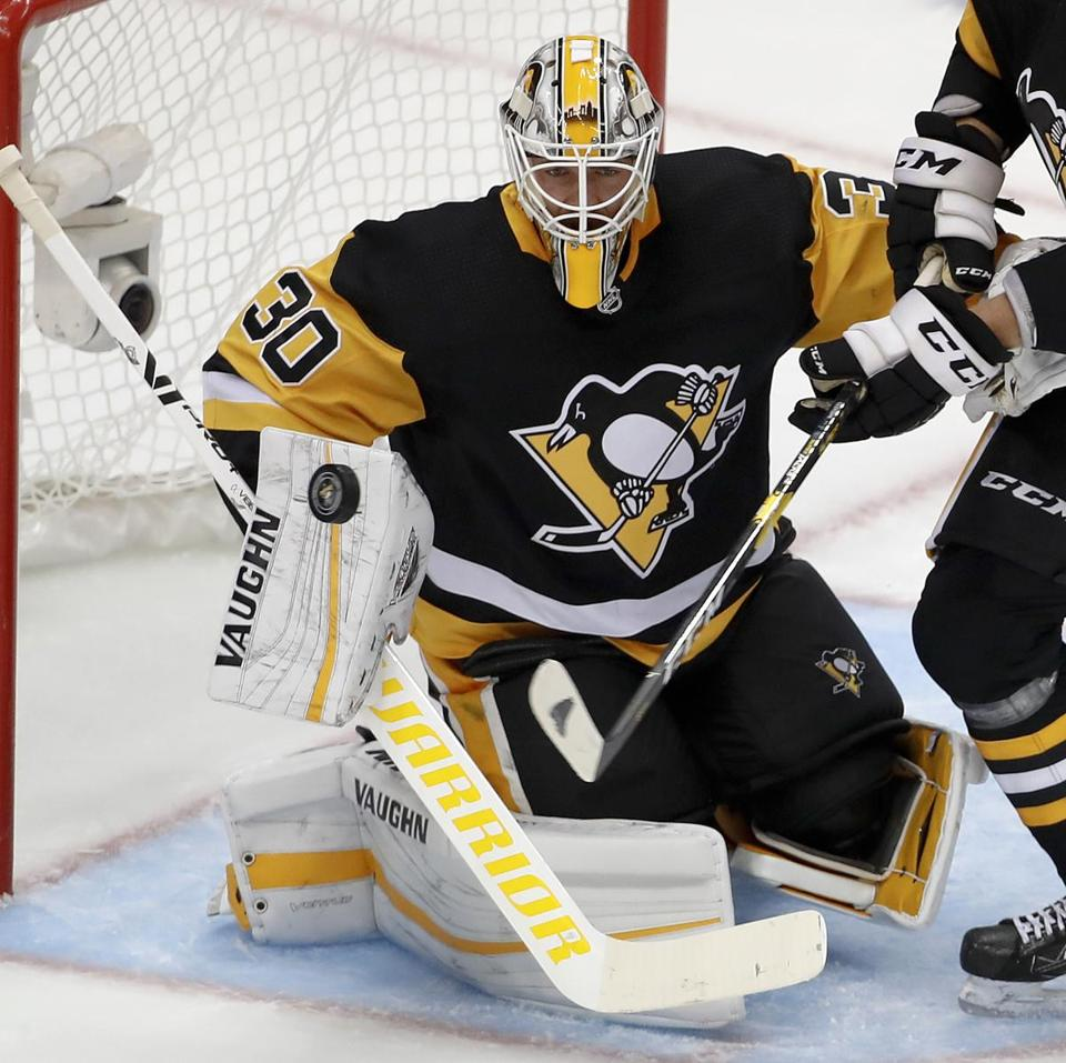 Pittsburgh Penguins goaltender Matt Murray keeps his eye on the puck during the first period of an NHL hockey game against the Montreal Canadiens in Pittsburgh, Saturday, Oct. 6, 2018. (AP Photo/Gene J. Puskar)