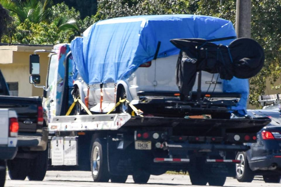 A van covered in blue tarp is towed by FBI investigators on October 26, 2018, in Plantation, Florida, in connection with the 12 pipe bombs and suspicious packages mailed to top Democrats. - A suspect identified by investigators as Cesar Sayoc, 56, was arrested near an Auto store in Plantation. (Photo by Eric BARADAT and Michele Eve Sandberg / AFP)ERIC BARADAT,MICHELE EVE SANDBERG/AFP/Getty Images