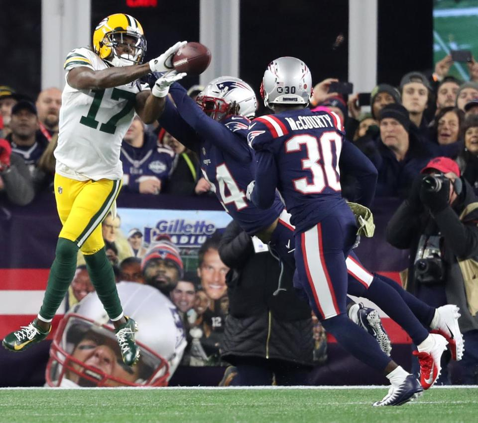 Stephon Gilmore broke up a pass intended for Davante Adams in the first  quarter. 3549c9f0c