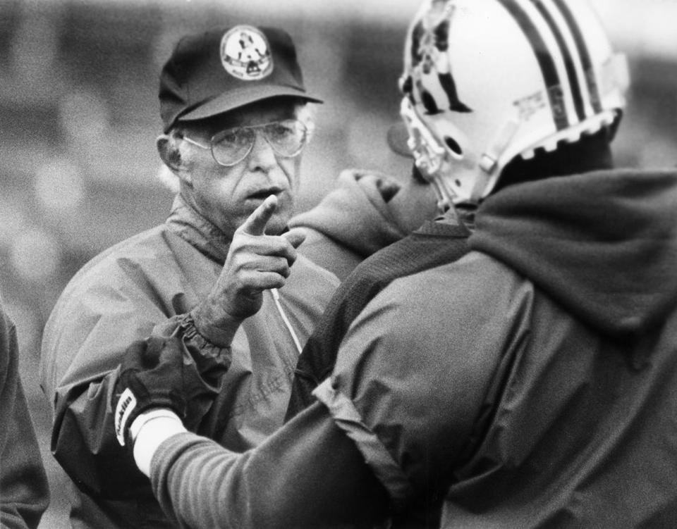 MA - 11/13/1985: New England Patriots defensive coordinator Rod Rust talks to a player on Nov. 13, 1985. (Frank O'Brien/Globe Staff) --- BGPA Reference: 181107_MJ_006