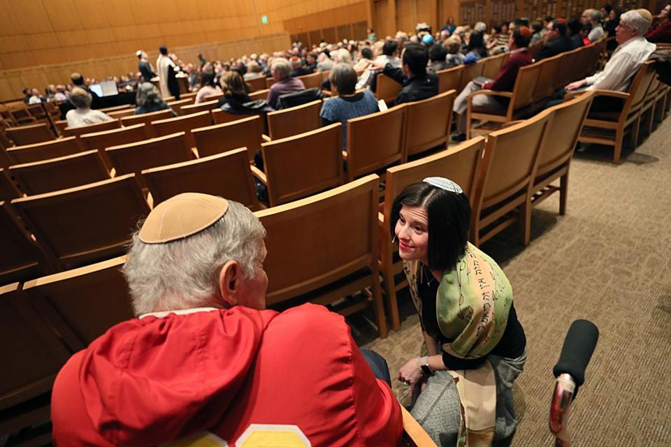 Wellesley, Ma., 11/09.2018, Rabbi Rachel Saphire greets temple members at Shabbat service at Temple Beth Elohim. Suzanne Kreiter/Globe staff