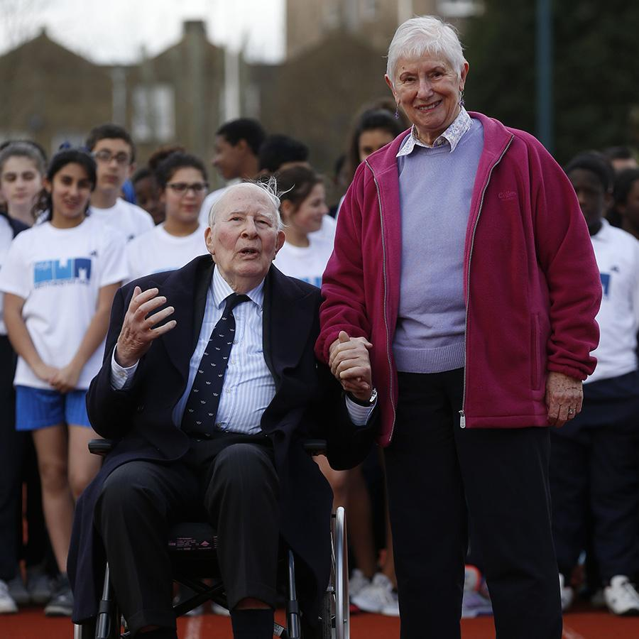 Diane Leather (right) with Roger Bannister in 2014.