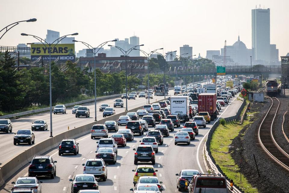 Here are the best and worst times to leave to avoid Thanksgiving traffic