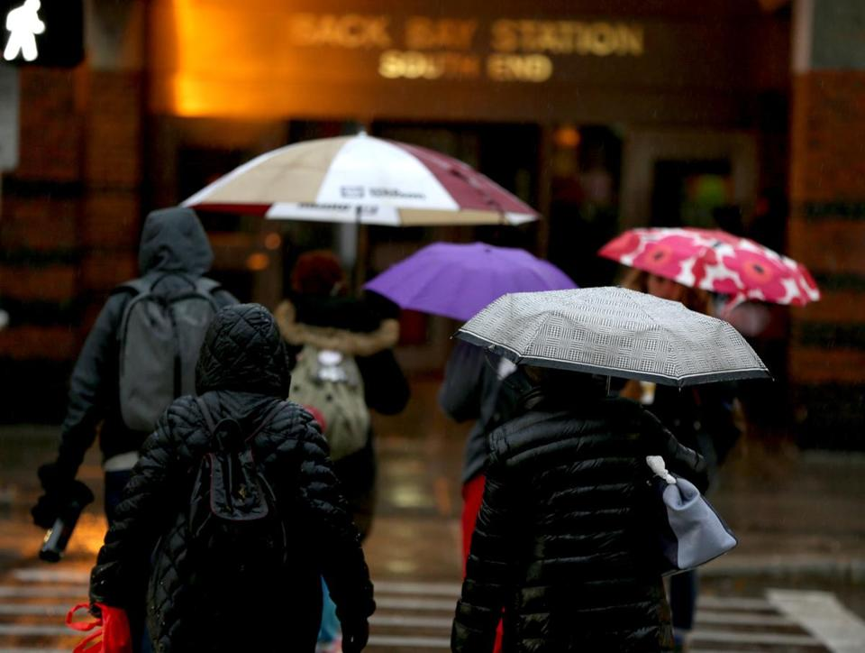 11/13/2018 Boston Ma- Commuters needed their umbrellas on Dartmouth Street in Boston.. Jonathan Wiggs /Globe Staff Reporter:Topic: