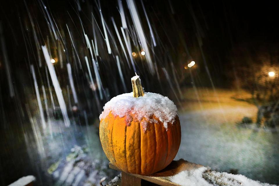 Pembroke11/15/18 The first snowfall of the year covers a pumpkin on a railing in a Pembroke front yard. Photo by John Tlumacki/Globe Staff(metro)