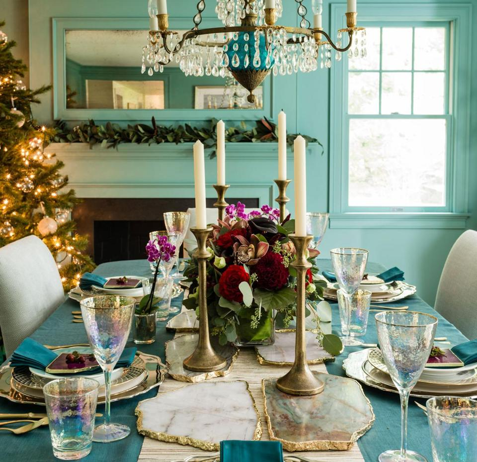 20 Tropical Dining Room Ideas For 2018: Turquoise And Raspberry Dining Room Decor Puts A Twist On
