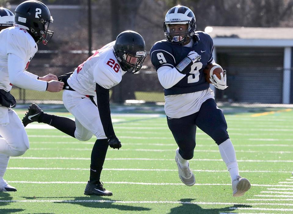 Swampscott, MA: 11-22-2018: Swampscott High School's Isaac Andre (no. 9) during Thanksgiving Day football game against Marblehead in Swampscott, Mass., Nov. 22, 2018, as Marblehead players move in to force him out of bounds. Photo/John Blanding, Boston Globe staff story/Charlie Wolfs, Sports ( 23schswampscott )