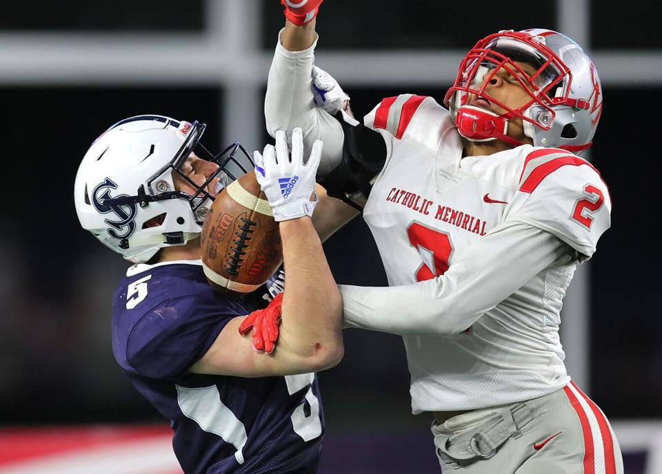 Gillette-12/1/18 High School superbowls at Gillette Stadium- Catholic Memorial vs St Johns Prep. St. John's Prep Wes Rockett makes a great 3rd qtr touchdown catch in the endzone defended by Catholic Memorial's Khari Johnson,putting the Prep ahead Photo by John Tlumacki/Globe Staff(sports)