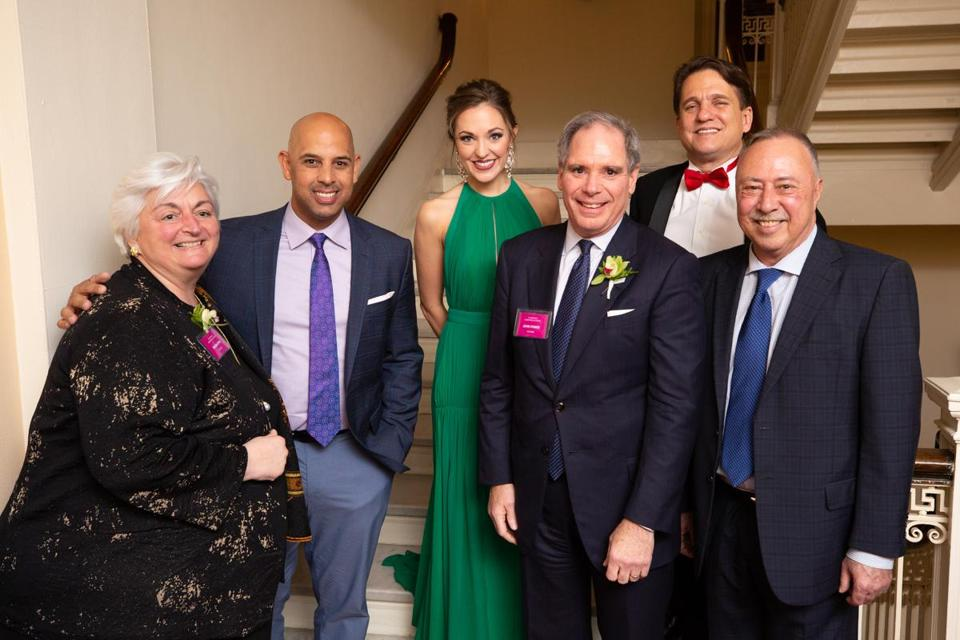 07namesHolidayPops -- (Left to Right) Regina Pisa, Alex Cora, Laura Osnes, John Power, Keith Lockhart, and Jerry Remy. (Michael Blanchard/BSO)