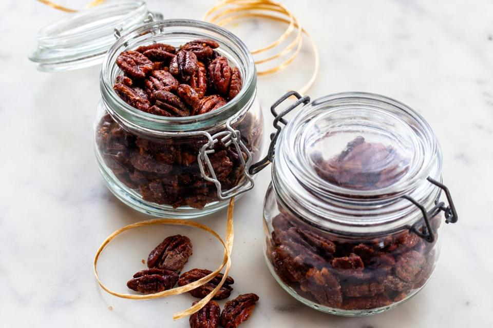 Sweet and salty toasted pecans