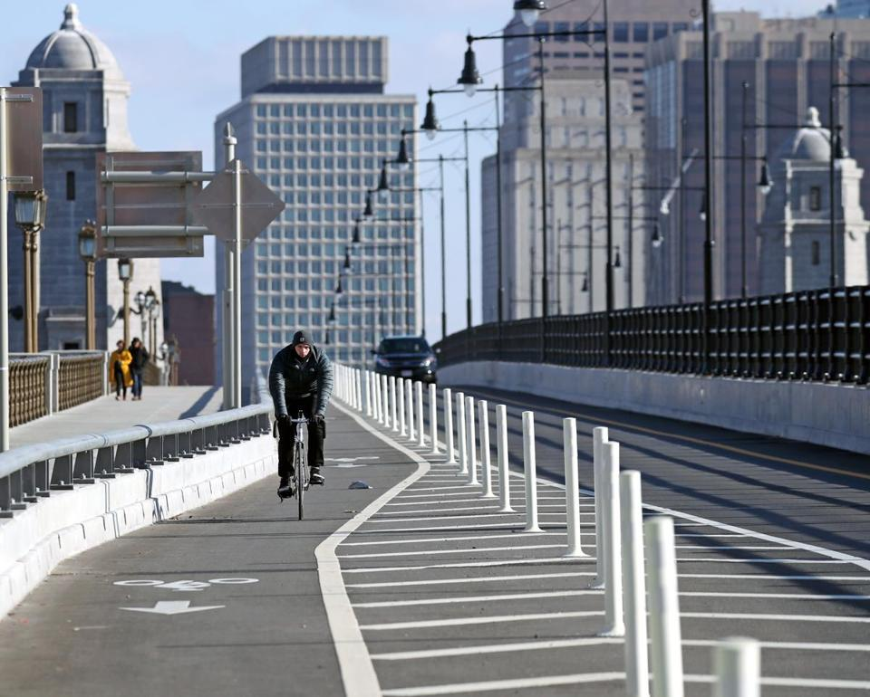 CAMBRIDGE, MA - 12/12/2018:Bicycle advocates in Cambridge and Boston are asking state transportation officials to reconsider plans to remove newly-installed plastic bollards separting the bike lane from the busy car lanes across the Longfellow Bridge this winter.(David L Ryan/Globe Staff ) SECTION: METRO TOPIC 13longfellow