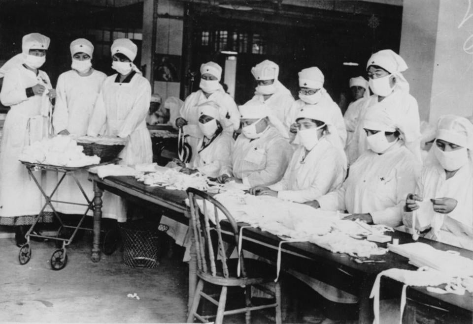 Release in AMS, Sunday 1/12/1968 to go with UPI story by Charles S. Taylor. NXP1618599 (FILES) 1/5/1968 Atlanta. Masked Red Cross workers are busy making gauze masks during the plague of Spanish flu. In 1918, the death toll across the world was 21 million. America listed its dead at 548,452. UPI telephoto from files Library Tag 08242003 City Weekly