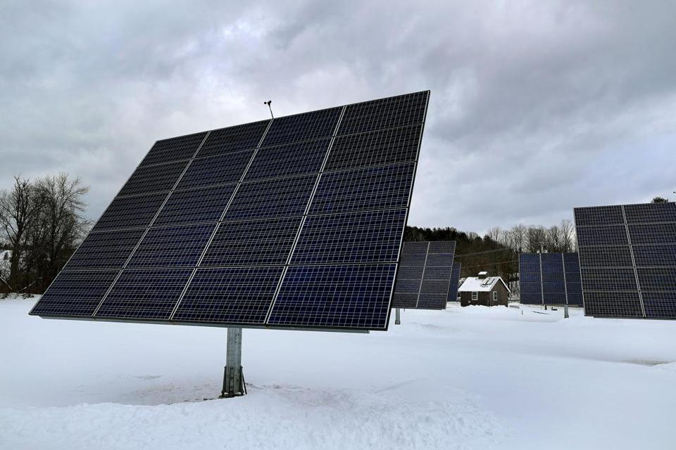 Woodstock, VT. 01/16/19- Solar panels line a field on Rt 12 owned by the Woodstock Aquaduct Company. Carbon emissions have risen 16 percent above the 1990 levels in Vermont, some of the reasons are aging gas-guzzling pickups, wood-buriing stoves and drafty old homes. Photo by John Tlumacki/Globe Staff(metro)