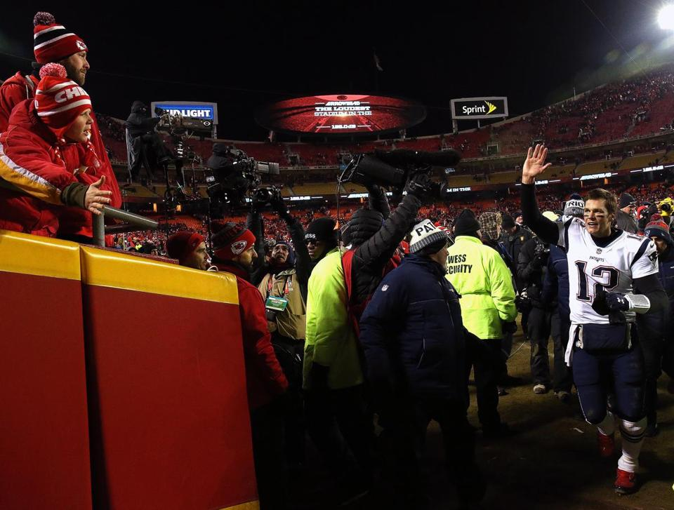 Tom Brady waves as he leaves the field.