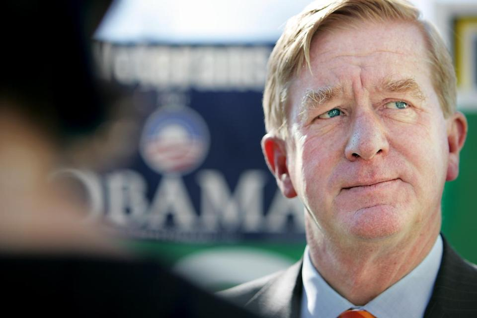 Former Massachusetts Gov. William Weld, a Republican, endorses Democrat Barack Obama for president at the Barak Obama campaign office in Salem, N.H. Friday, Oct. 24, 2008. (AP Photo/Cheryl Senter) -- Library Tag 10252008 National