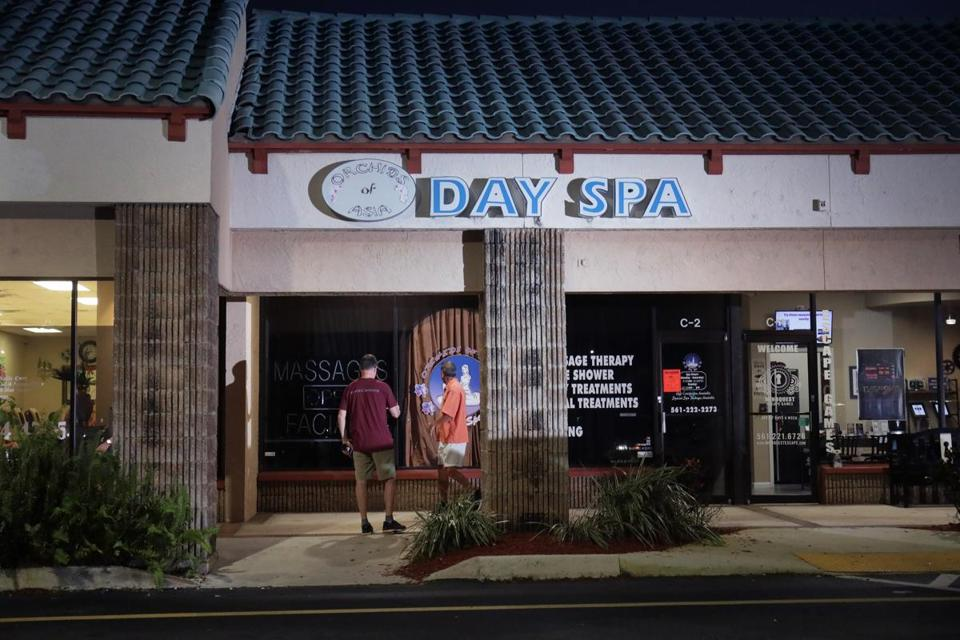 Jupiter, FL - 2/22/2019 - The scene outside the now closed Orchids of Asia Day Spa in Jupiter, FL where New England Patriots owner Robert Kraft is alleged to have solicited prostitution.- (Barry Chin/Globe Staff), Section: Meter, Reporter: Globe Staff, Topic: 23Robert Kraft, LOID: 8.5.498743325.