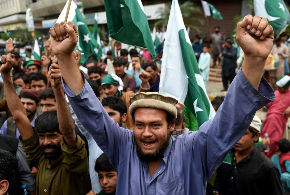 Pakistani demonstrators hold national flags and shout slogans during an anti-Indian protest in Karachi on March 3, 2019. - Tensions between India and Pakistan raged on March 2 as heavy firing by their armies killed at least seven people on either side of their fiercely disputed Kashmir border. (Photo by RIZWAN TABASSUM / AFP) (Photo credit should read RIZWAN TABASSUM/AFP/Getty Images)