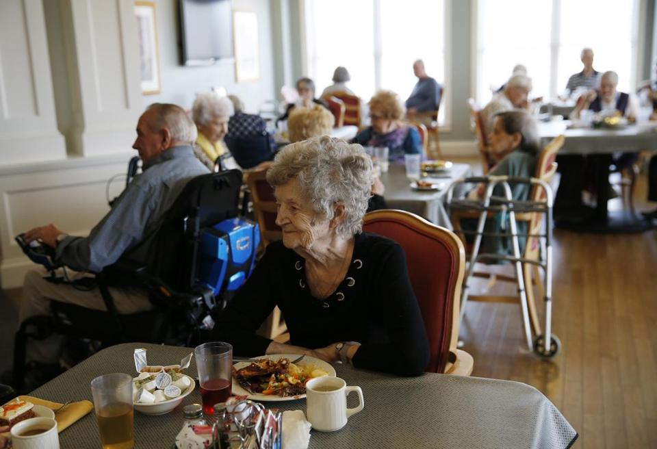 Marlborough, MA, 03/13/2019 -- Roberta Rhodes ate lunch with friends and fellow residents at Christopher Heights, an assisted living residence in Marlborough. (Jessica Rinaldi/Globe Staff) Topic: xxseniorhousing Reporter: