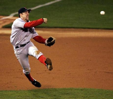 Mueller hustled to throw out St. Louis' Scott Rolen in Game 4.