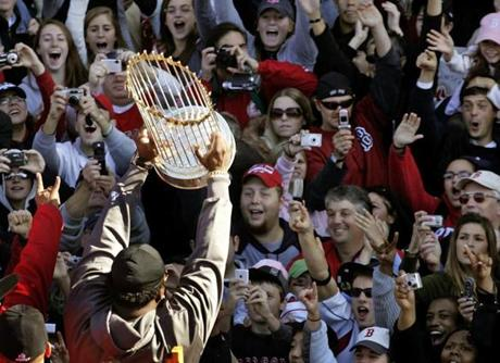 Ortiz presented the Commissioner's Trophy to thousands of adoring fans along Tremont Street.